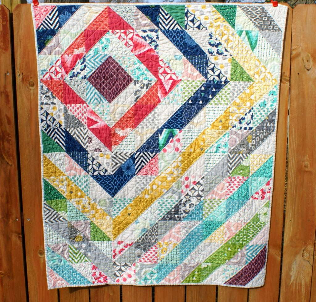 V&Co HST offset quilt by quiltytherapy, #modernquilt, #V&co, #HSTquilt #halfsquaretriangles, #babyquilt