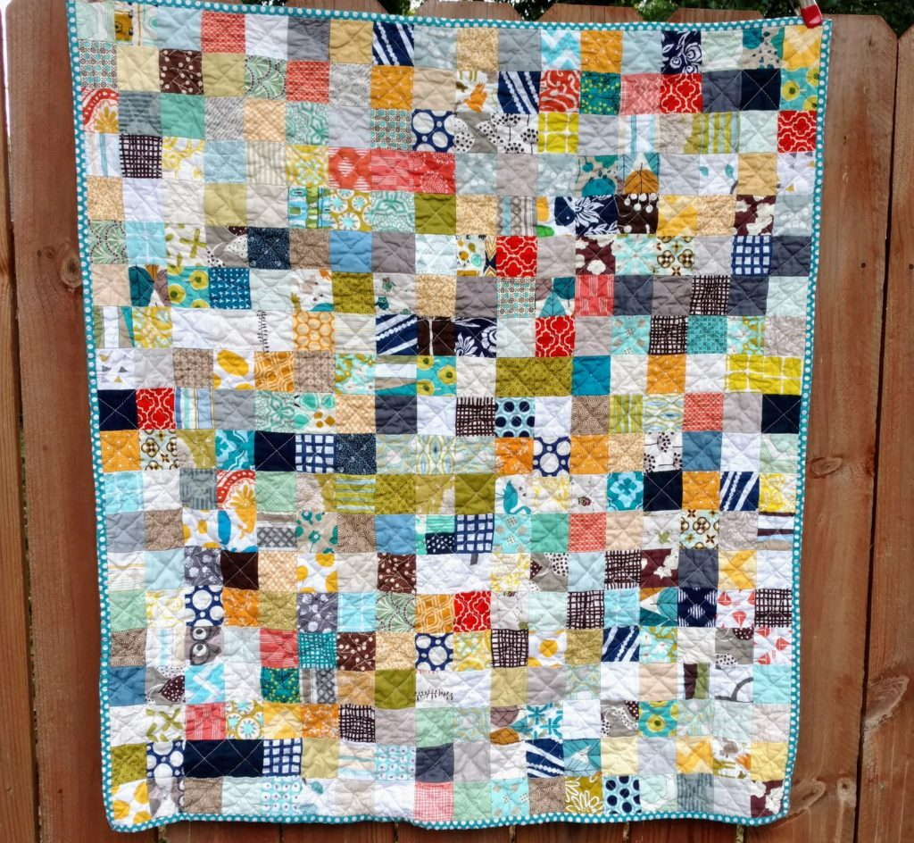 Scrappy Postage Stamp quilt #scrapquilt #postagestampquilt #babyquilt #quiltytherapy #boyquilt #modern #quilt
