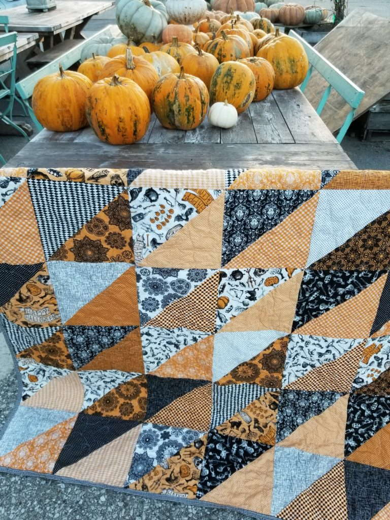 halloween quilt, happy halloween fabric, large hst quilt